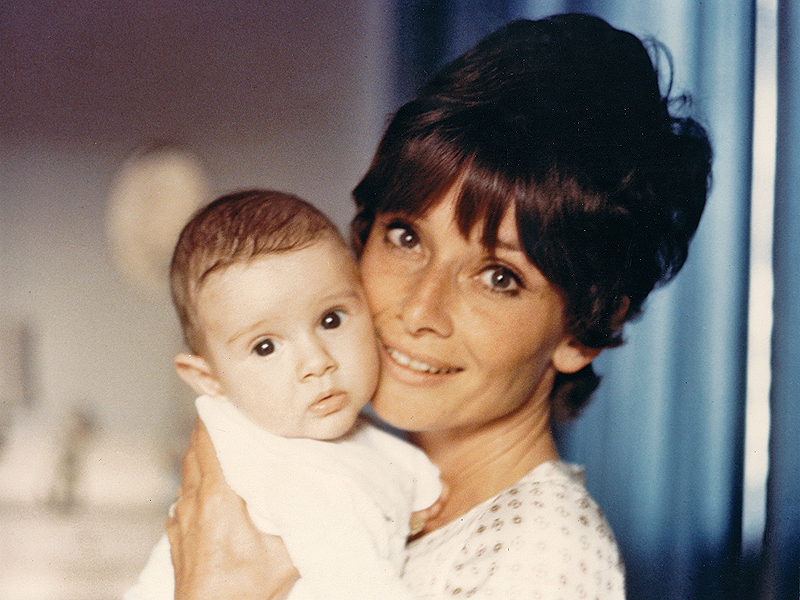 audrey-hepburn-children-800