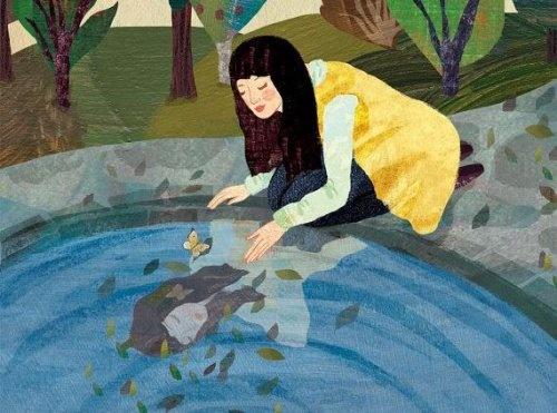 mulher-olhando-sua-imagem-na-agua-500x371