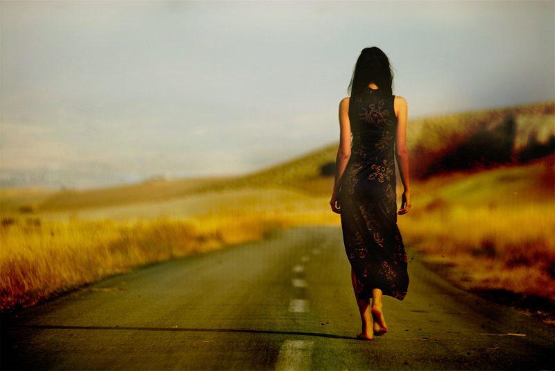 Resultado de imagem para mulher sozinha