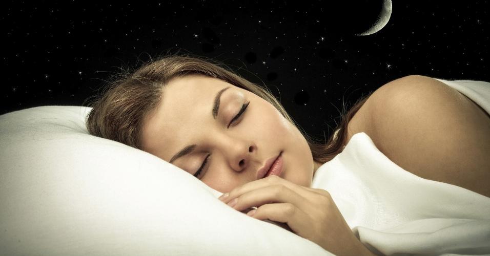 Resultado de imagem para mulher dormindo