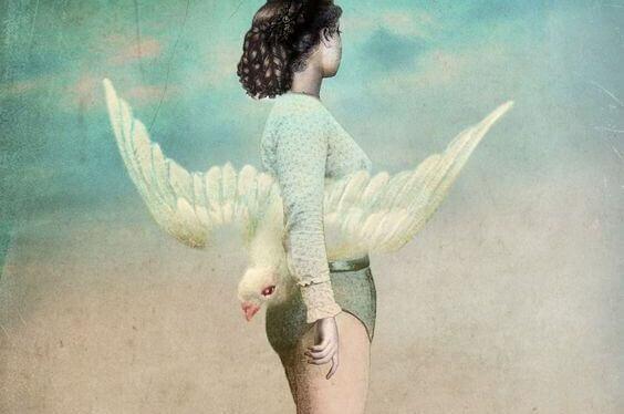 mulher-com-pássaro-branco