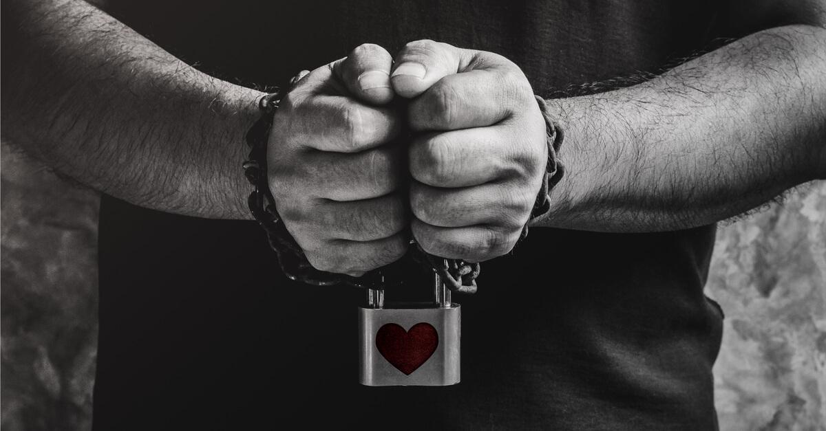 """""""Amarração"""" é sadomasoquismo. Amor é coisa de gente livre."""