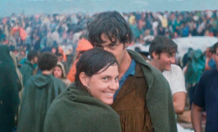 Resultado de imagem para fotos Casal encontra foto tirada em Woodstock e recria momento 50 anos depois