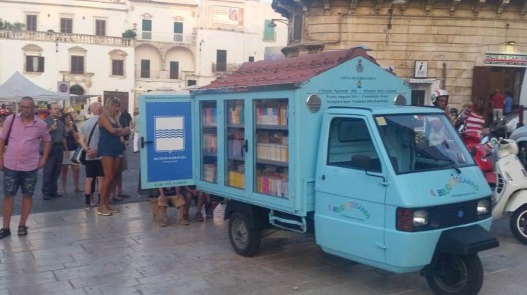 Aposentado amante de livros cria biblioteca móvel, levando acesso à leitura para crianças 4